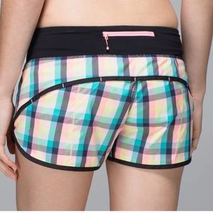 LULULEMON size 6 Speed Shorts Plaid pink blue